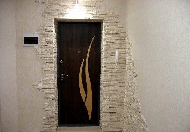 отделка искусственным камнем дверных проемов фото