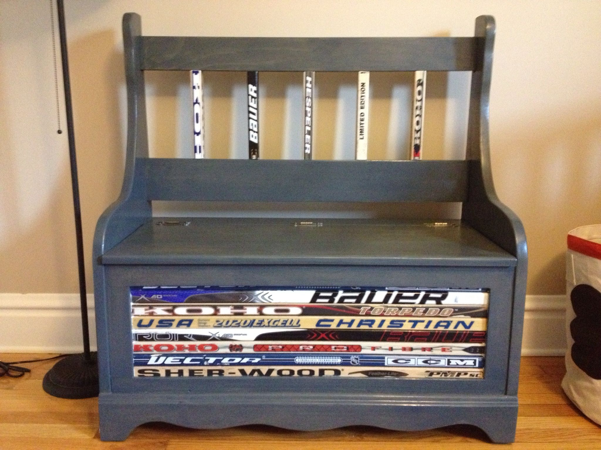 Boys hockey bedroom ideas - Scott S Hockey Bench Creation Looks Awesome In Evan S Big Boy Sports Room