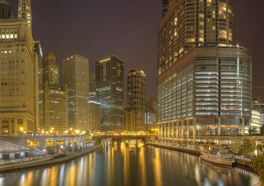 ✮ Chicago River at Night