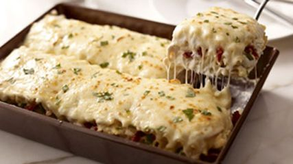 Creamy White Chicken & Artichoke Lasagna - looks so good to eat!