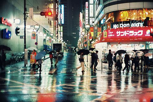 Busy City Rain Japan Avec Images Cleopatre