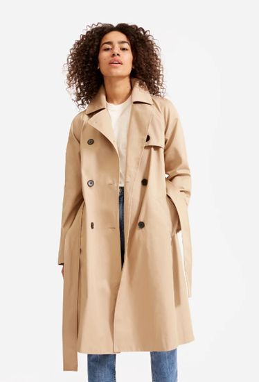 Trench Coat Is A Huge Trend For Spring 2021 Creative Fashion In 2021 Classic Trench Coat Trench Coat Style Trench Coat