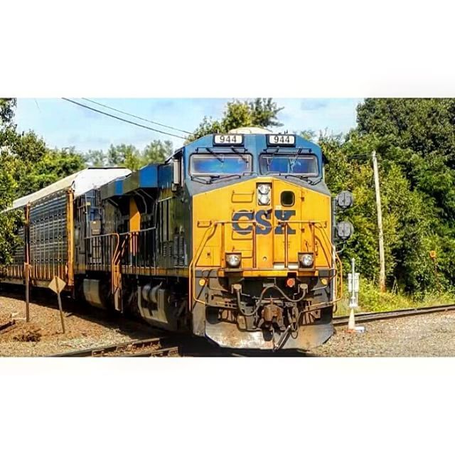 Crap power on Q264 #trb_express #daily_crossing #radical #trains_worldwide #theyards_candid #rsa_theyards #train_nerds #instalogistics #kings_transports #yn3 #csx by newengland_railfan