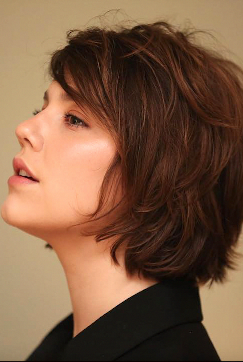 5 Ways You Can Pull Off A Bob The Original Cool Girl Haircut A Bob Hairstyle Looks Amazing In Any Woma Medium Bob Hairstyles Bob Hairstyles Thick Hair Styles