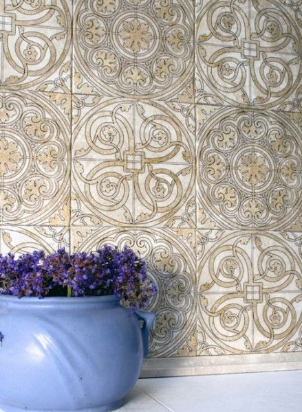 Stone Impressions Cortina Stone Tile Backsplash With Vase