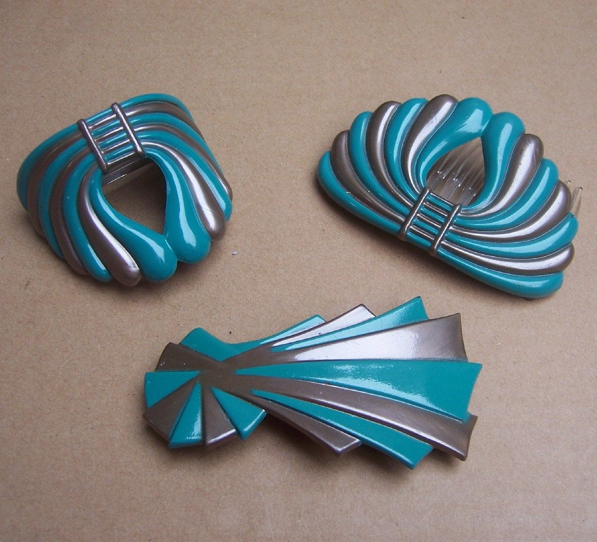 Vintage hair accessory holder - Vintage Hair Accessory Blue Stripey Hair Comb Pony Tail Holder