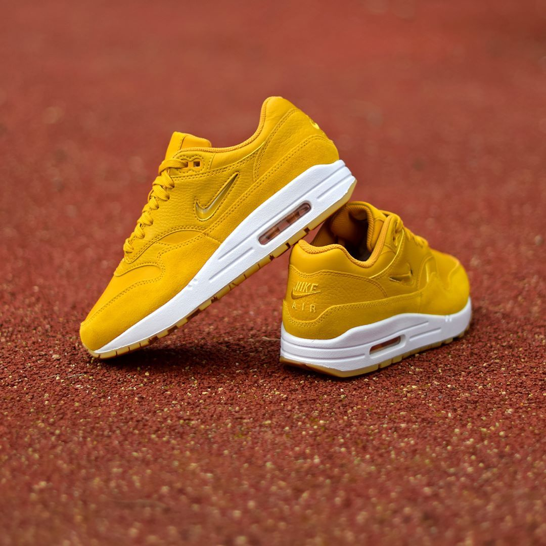 Nike W Air Max 1 Jewel Mineral Gold . DisponibleAvailable