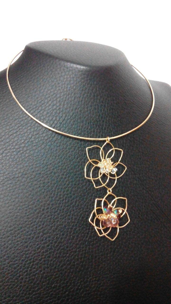 Gargantilla elaborada en alambre de cobre con baño de oro ,diseño therealbluedesign