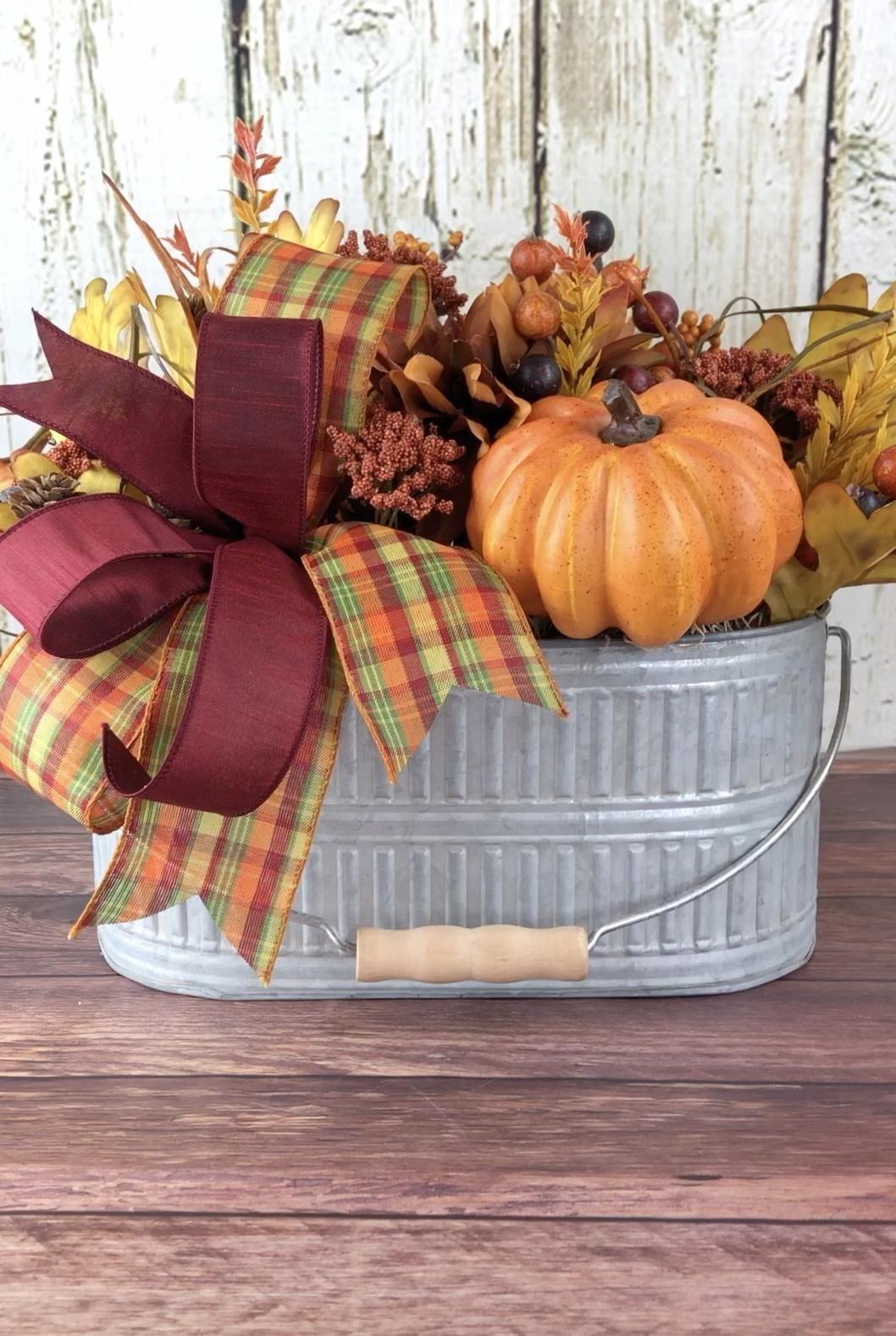 Fall centerpiece, fall table arrangement, fall decor, pumpkin centerpiece, Thanksgiving decor -   18 thanksgiving home decor ideas
