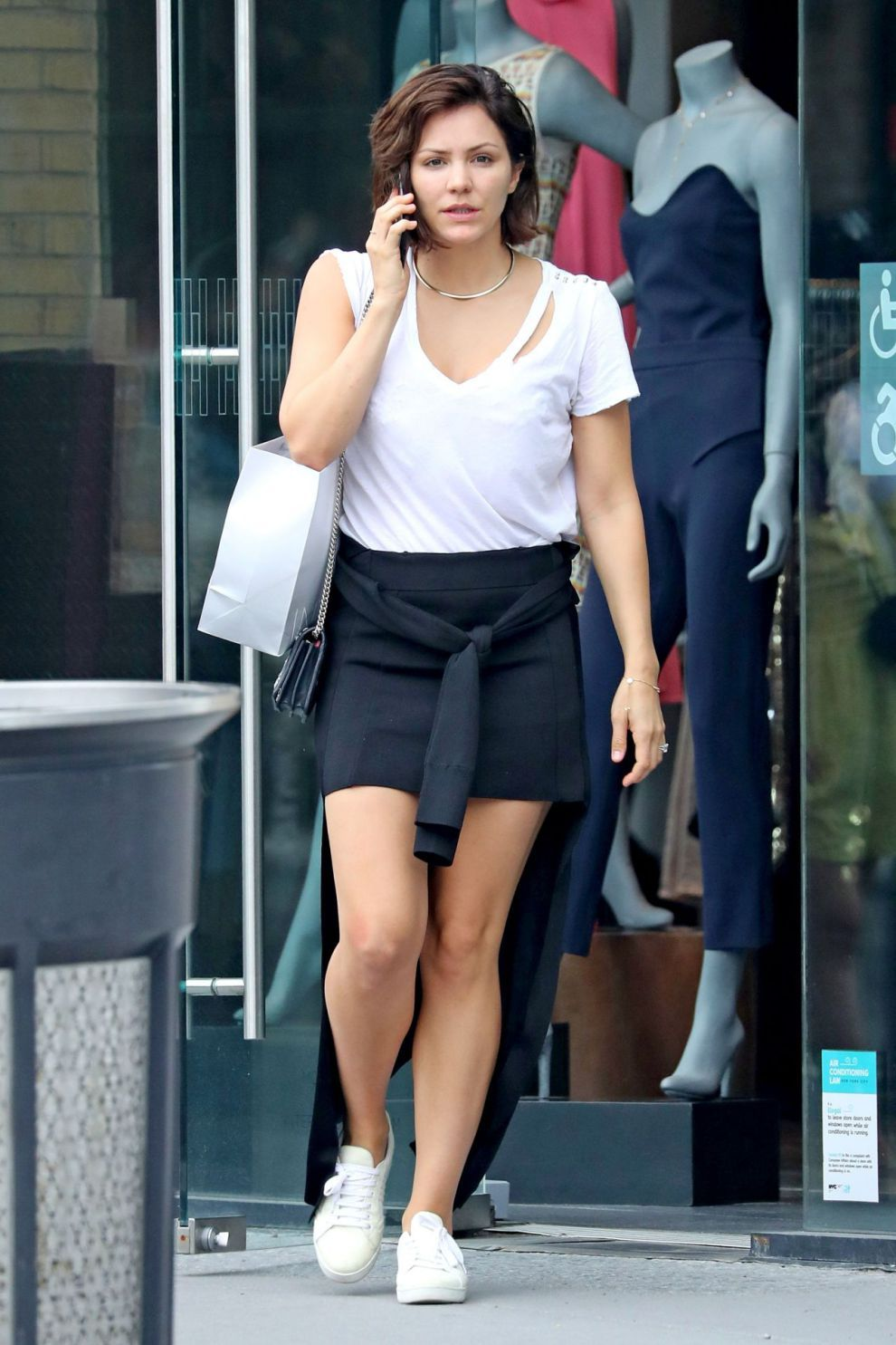 Katharine mcphee leggy in mini skirt outside fred segal in west hollywood - 2019 year
