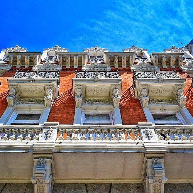 Levanta la vista no mires siempre a ras del suelo!!!! Fachada del edificio de la antigua sede de la Real Compañía Asturiana de Minas Madrid #nature #photography