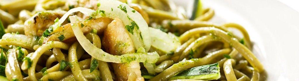 Linguine al Pesto com Frango e Courgette