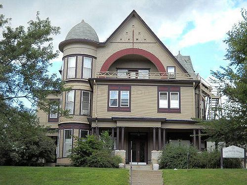 Large House In Sioux City Victorian Homes Victorian Style Homes House