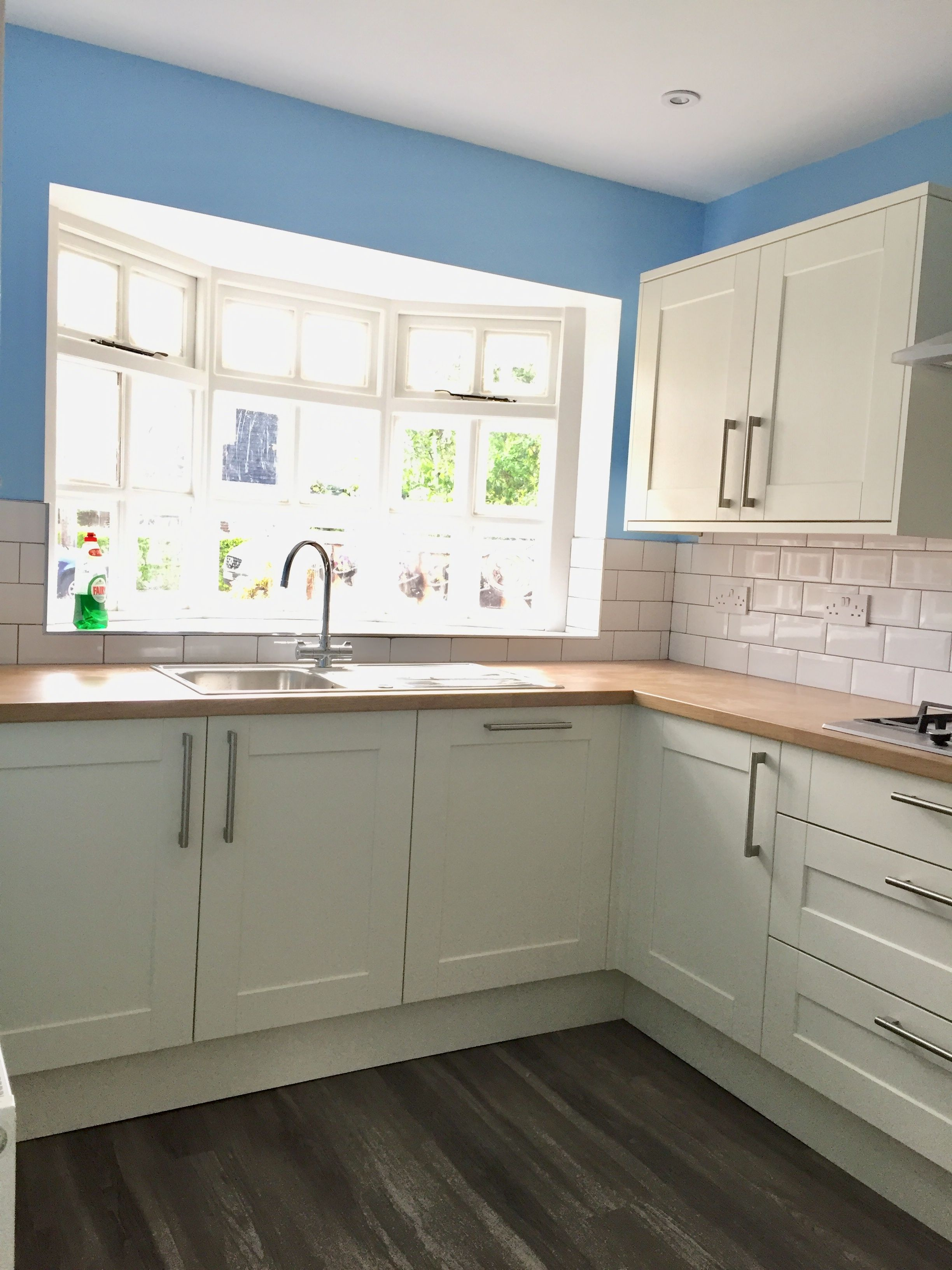 Howdens Fairford Antique White With Oak Affect Worktop Antique White Kitchen Cabinets Antique White Kitchen Kitchen Cabinet Styles