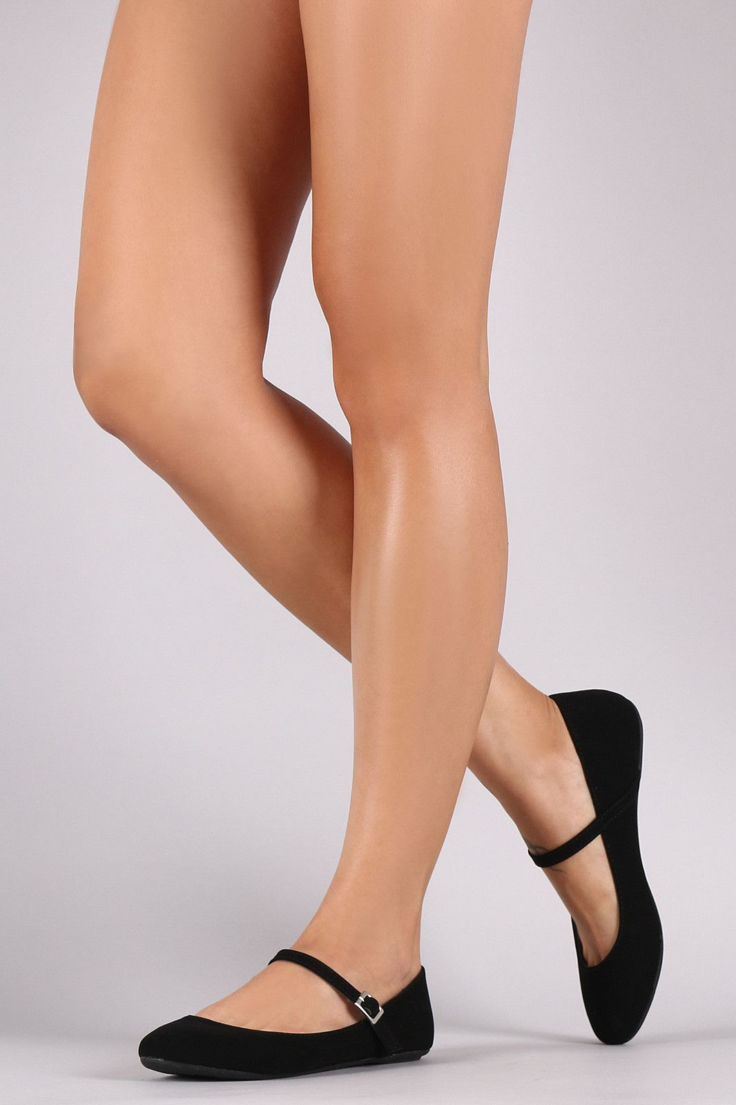 7247962c0 This cute ballet flat features a round toe silhouette