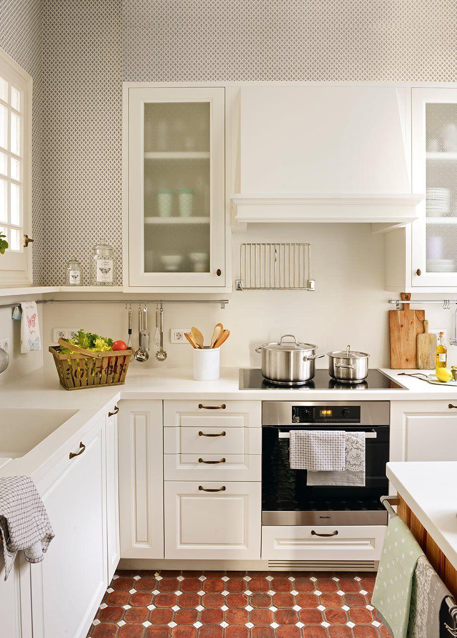 Una cocina pequeña... ¡y perfecta! | Cocinas | Pinterest | Kitchens ...