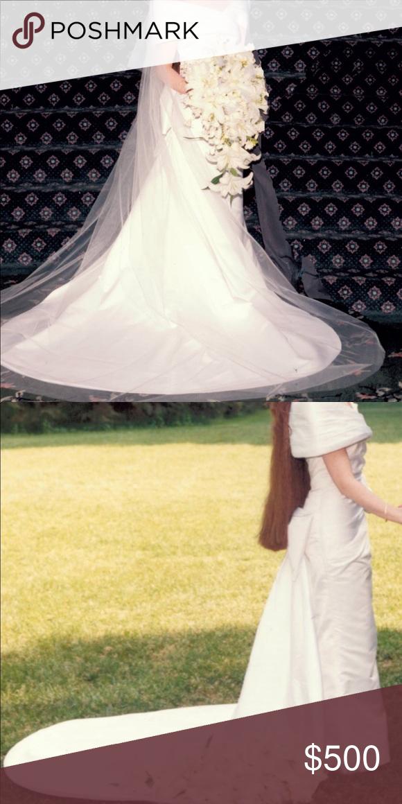 Vintage Designer Wedding Gown In 2020 Designer Wedding Gowns Wedding Gowns Wedding Dresses Lace