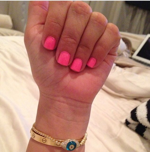 These were Kim Kardashian\'s nails. Lovely and simple, love short ...