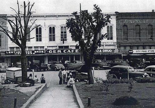 East Side Of Bonham Texas Square Spit And Whittle Club In Full Swing Bonham Texas Texas Travel Photo