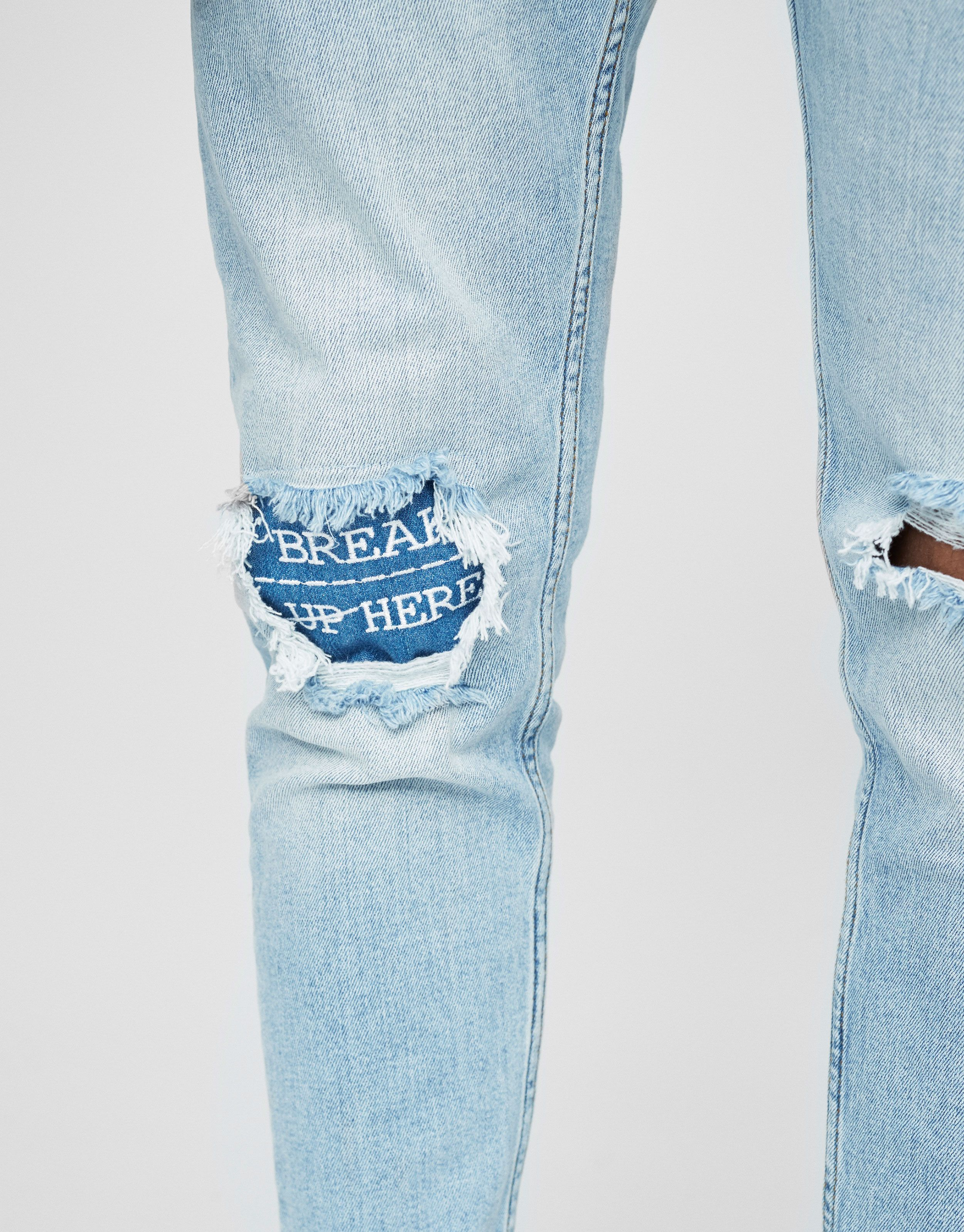 Jeans Carrot Fit Rotos Jeans Ropa Hombre Pull Bear Espana Con Imagenes Tendencias Ropa Ropa De Moda Jeans Hombre
