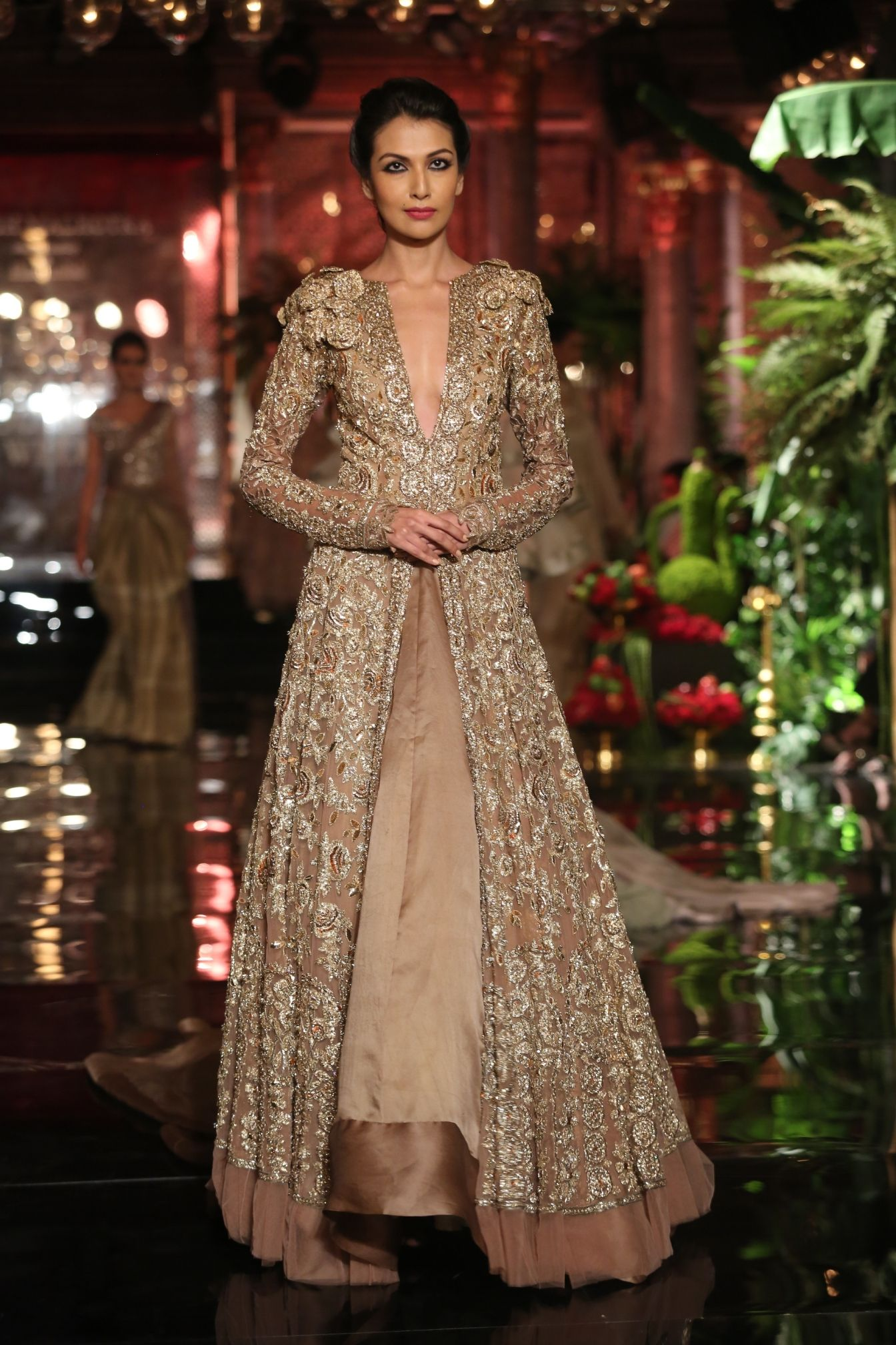 Manish malhotra opens fdci india couture week with uthe persian