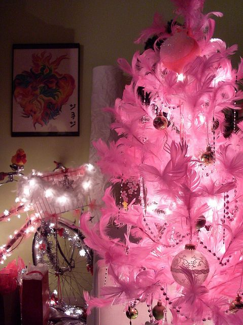 pink feather christmas tree --- very coool! | THE PINK PARTY ...