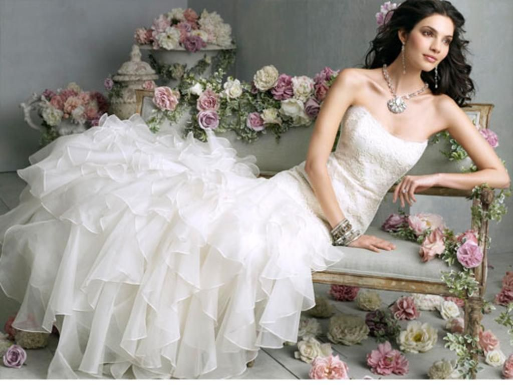 Pre owned wedding dresses  This is awesome  preowned wedding gowns This Jim Hjelm gown is