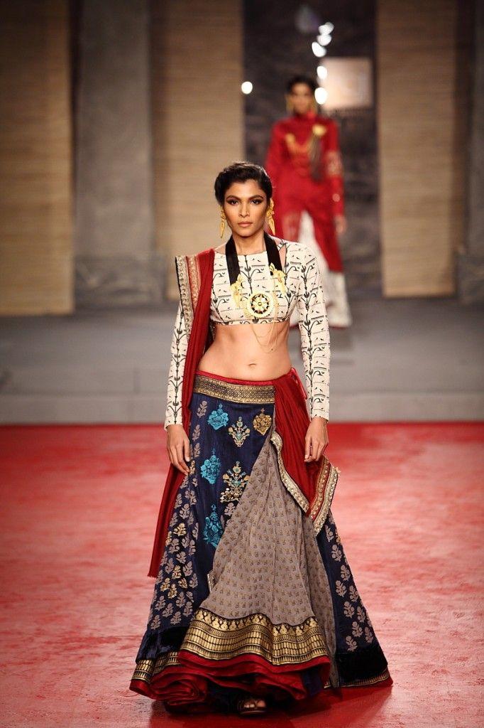 Anju Modi Collection 2013 Vogue Wedding Show 2014