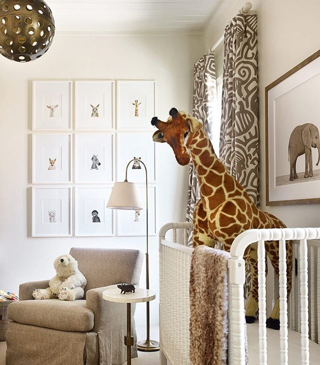 We love this fun, safari-inspired nursery designed by @melanieturnerinteriors