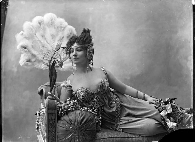 castaroundvintage:  Cécil Sorel, 1896. Nadar.
