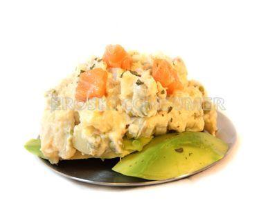 Receta de ensaladilla de patata con salmón y aguacate