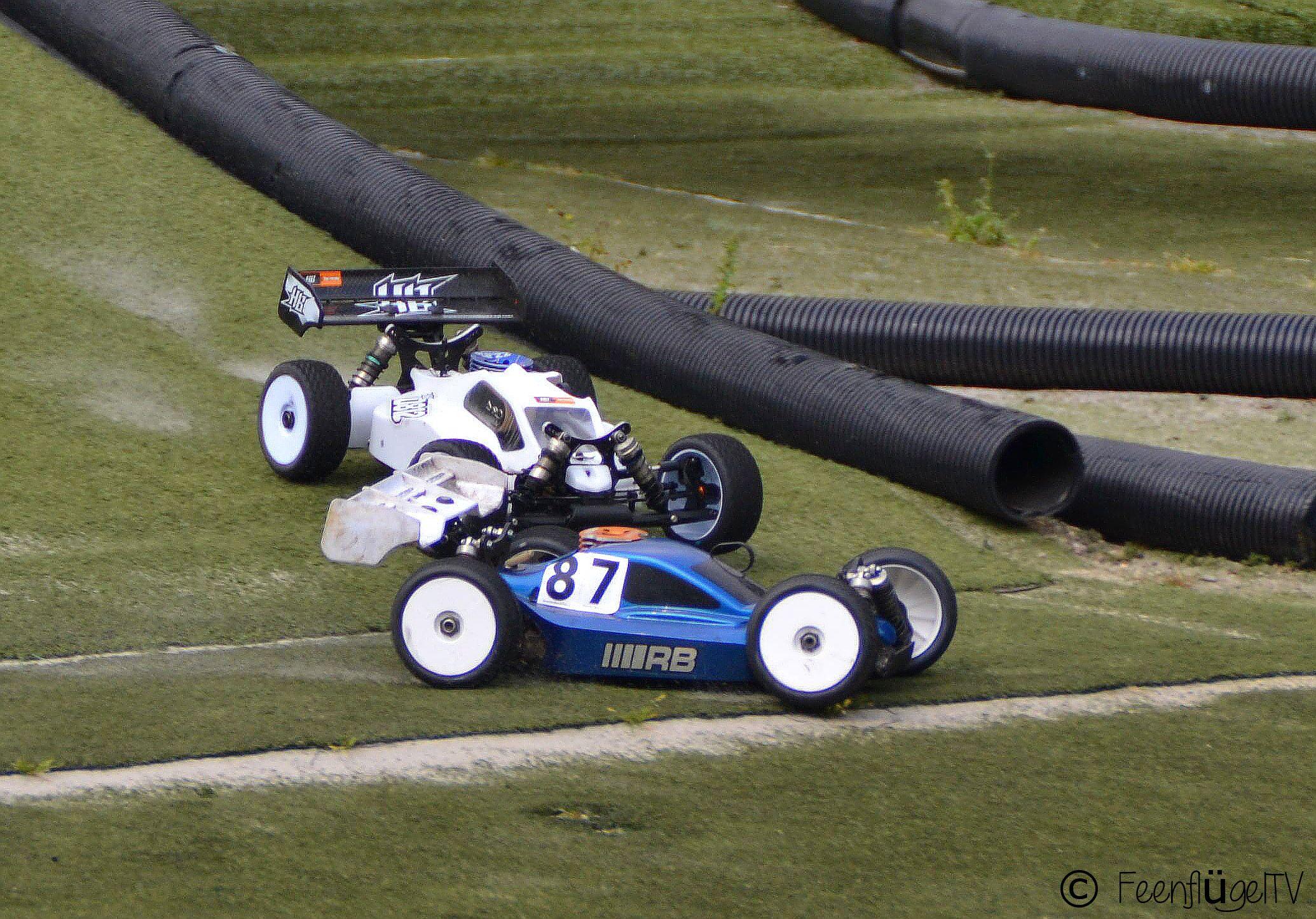 """NRW Cup 2013"" bei den Nitromaniacs (www.nitromaniacs.de) --- RC Cars Action auf www.feenfluegeltv.de"