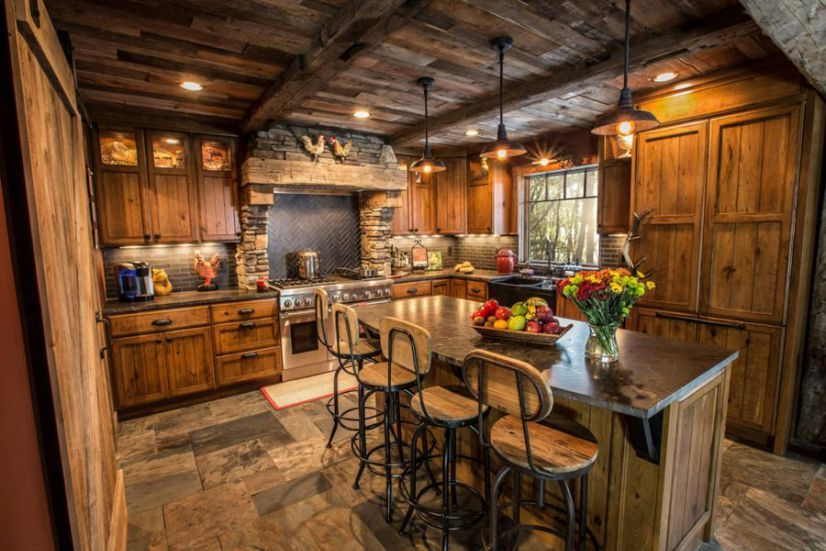 Amenajarea Unei Bucatarii In Stil Rustic In Idei Simple Rustic House Rustic Kitchen Design Log Home Kitchens