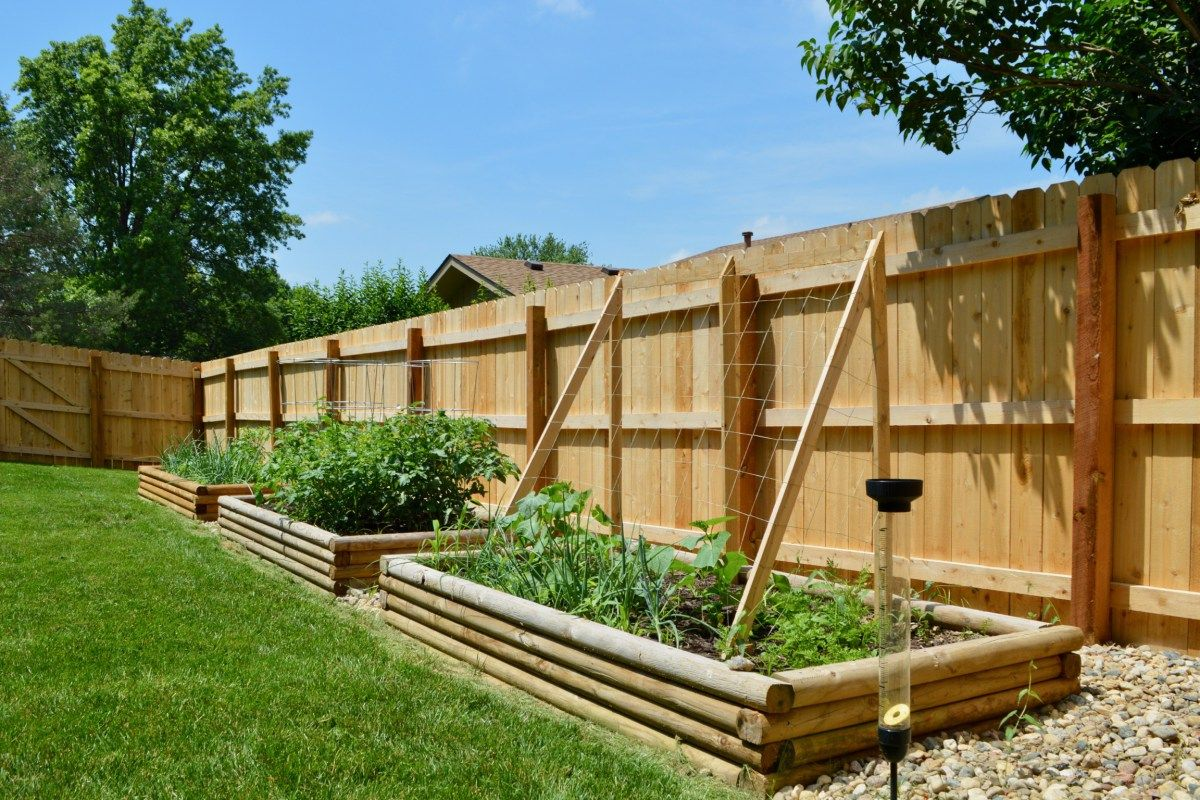 DIY raised bed gardens as attractive landscaping element ...