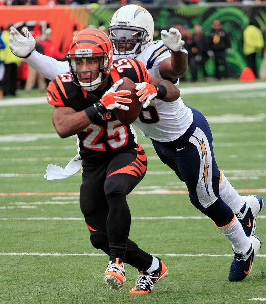 San Diego Chargers Cincinnati Bengals: San Diego Chargers Linebacker Donald Butler, Right, Chases