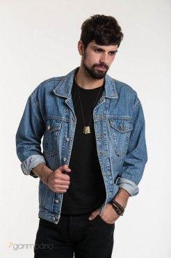 Comentário Fernanda Fuscaldo: Para os homens é um ótimo substituto a jaqueta de couro, fica mais leve e adequado ao clima tropical.  Jaqueta Jeans Valezzano