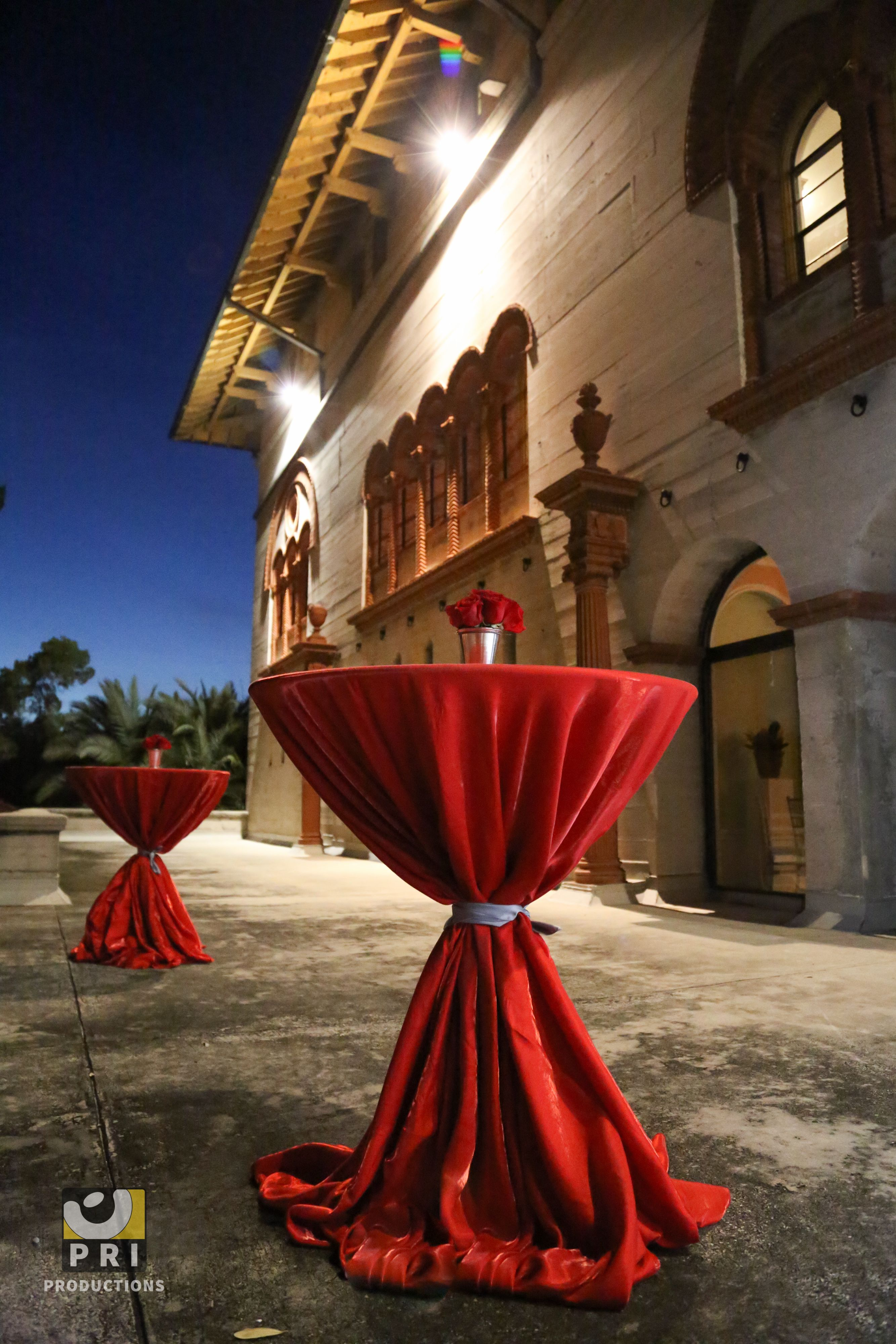 Superieur High Boy Tables With Red Table Linens And Small Red Rose Centerpiece Are  Perfect For Cocktail Hour