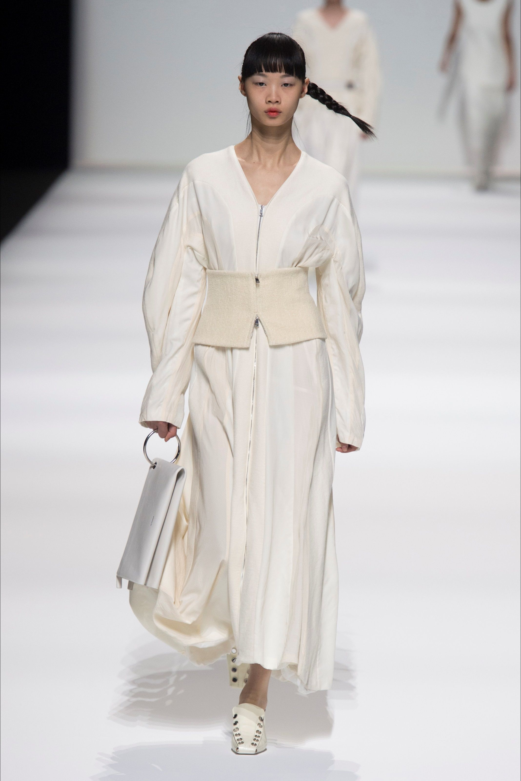 classic fit 01aaf fe3ab Guarda la sfilata di moda Jil Sander a Milano e scopri la ...