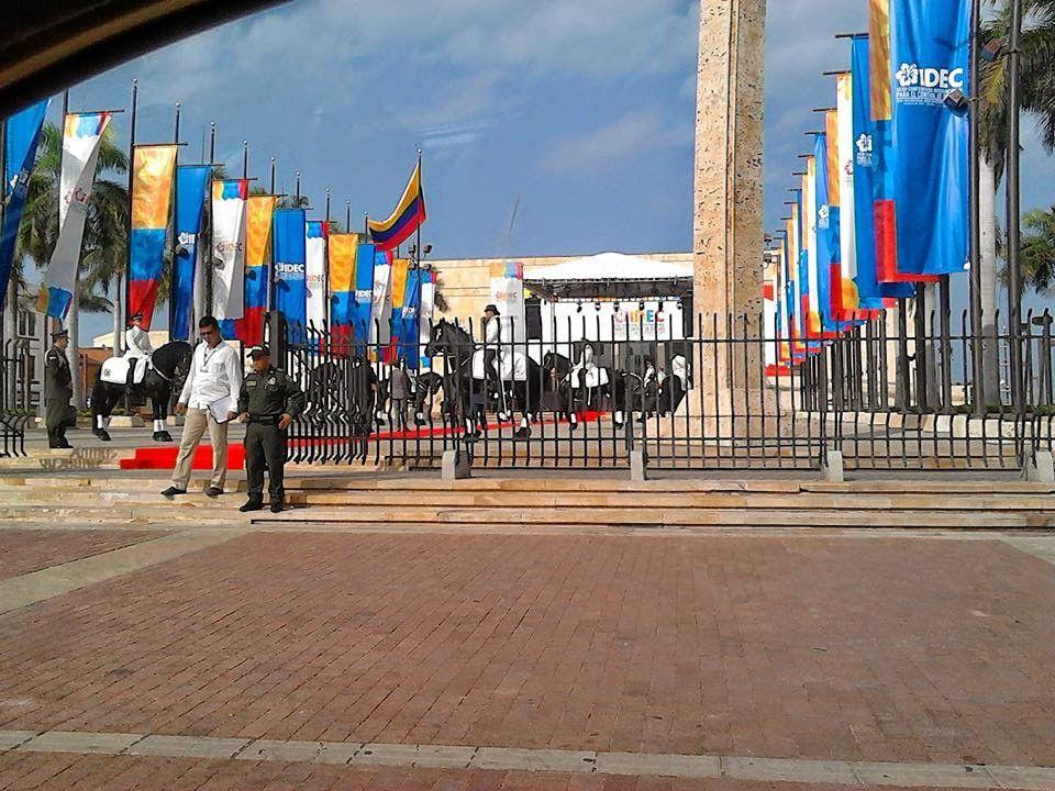 Patio de Banderas Centro de Convenciones foto artista Antonio Rodríguez