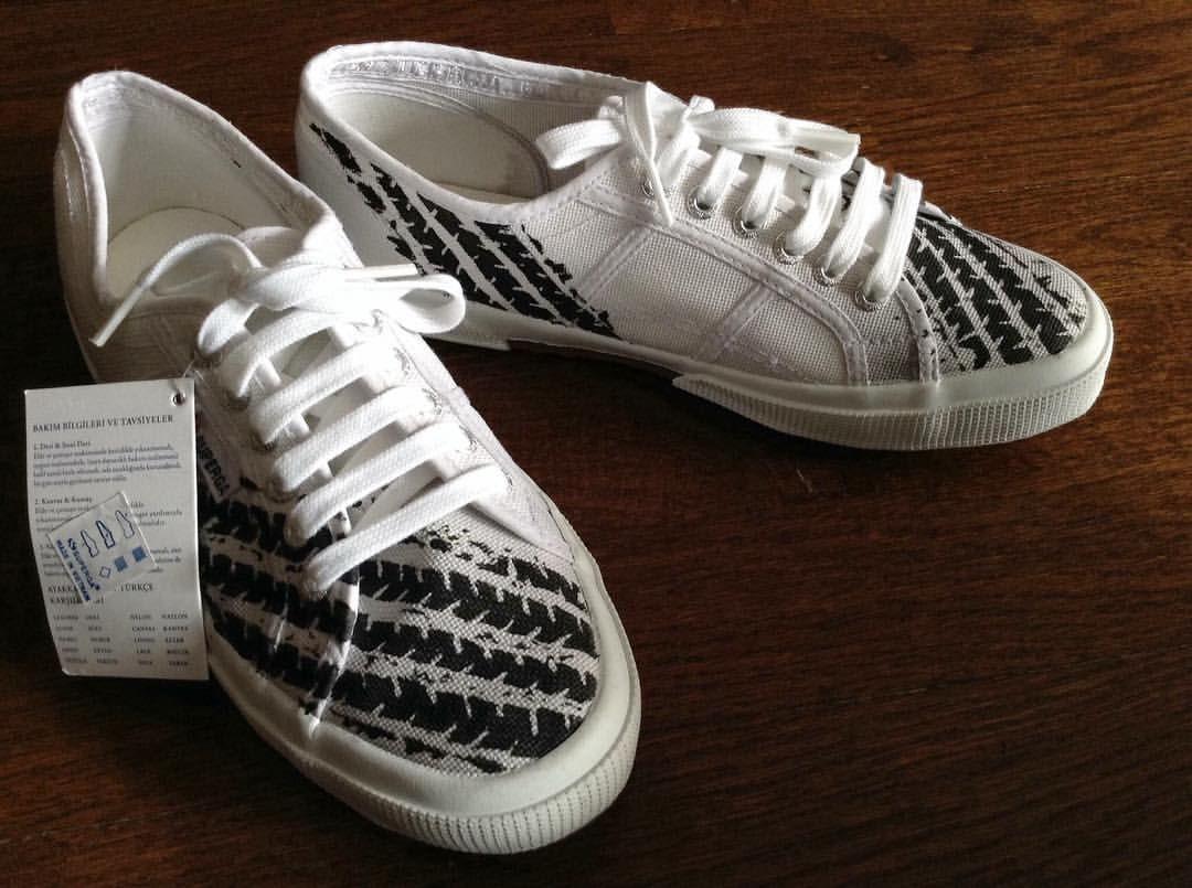 Lastik izleri. #superga #customshoes #customdesign #kisiyeozelhediye #kisiyeozeltasarim #kisiyeozel #hediyelik #hediye #hediyelikeşya