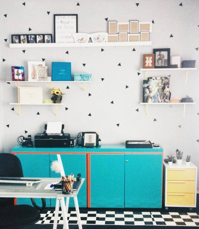 #Repost Office lindo do @estudiocapturart com nosso Kit de adesivos Triângulos. 😍 Ficou incrível! 💕 Obrigado por compartilharem conosco, viu? Beijos! 😘    #DivirtaSeDecorando #adesivosdeparede #adesivodeparede #parede #adesivodecorativo #decor #decoração #designdeinteriores #triangle #decorefacil #ideiascriativas #casa #casamento #instadecor #apartamento #diy #facavocemesmo #triangulos #geometric #scandi #ideiasdecoracao #homeoffice #homeoffice #quartodemenina #inspiração #blackandwhite…