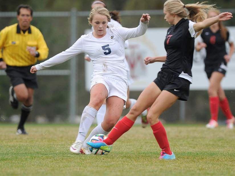 Bend girls soccer streaks past mountain view girls