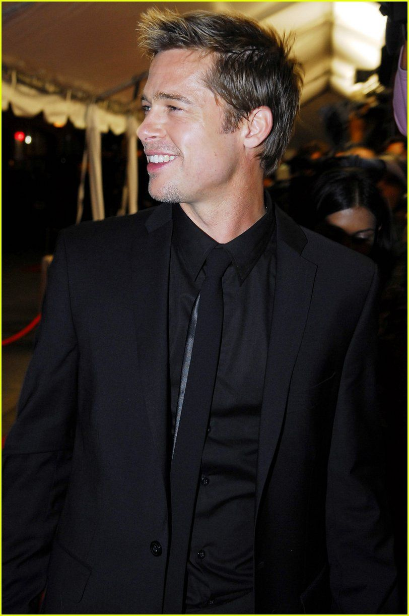 Bonkers for Brad... Black suit black shirt black tie <3 LUVE