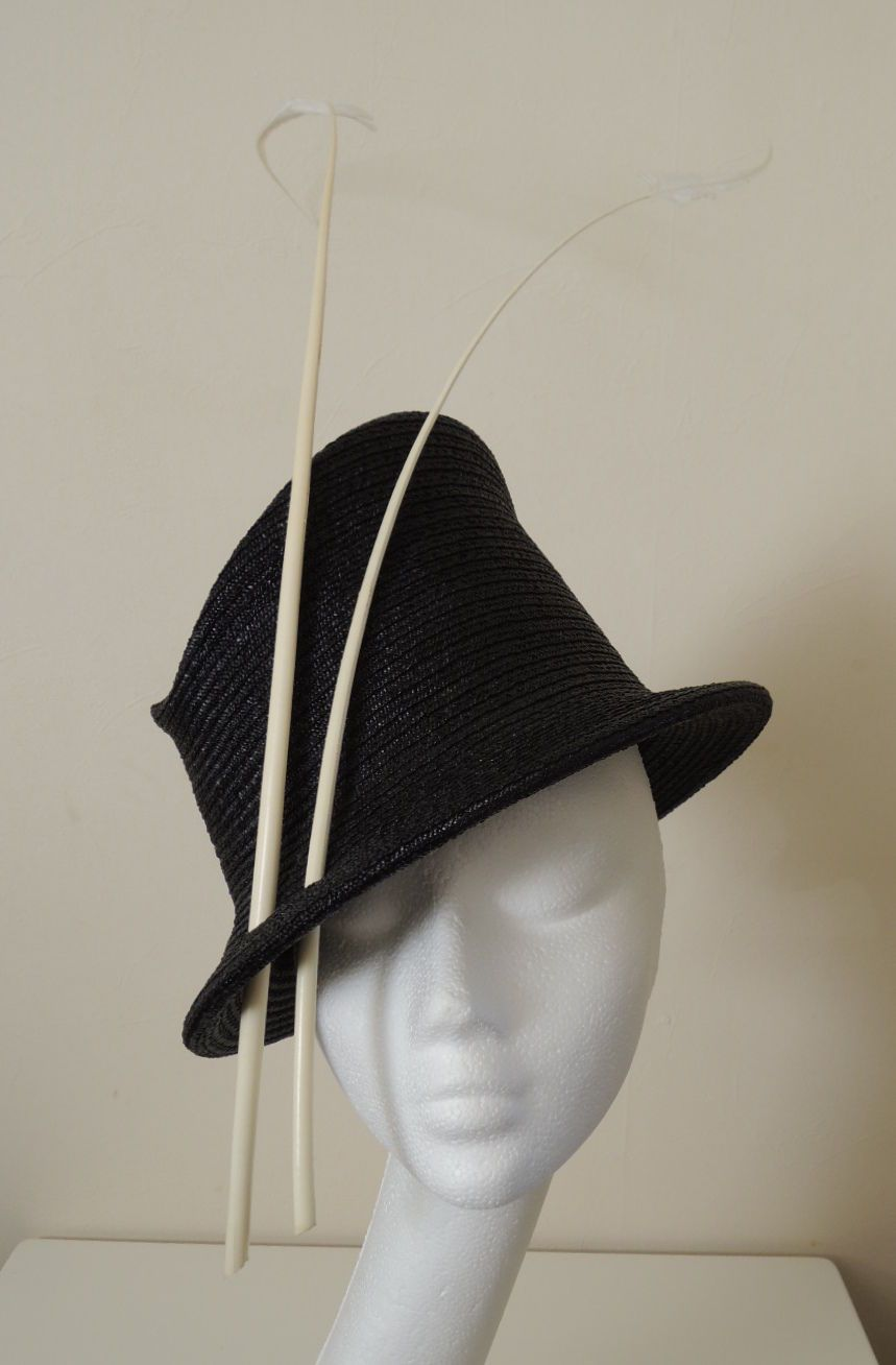 Philip Treacy Perfect Black Straw Ivory Quill Feather Weadding Races Hat  feda628e7b67