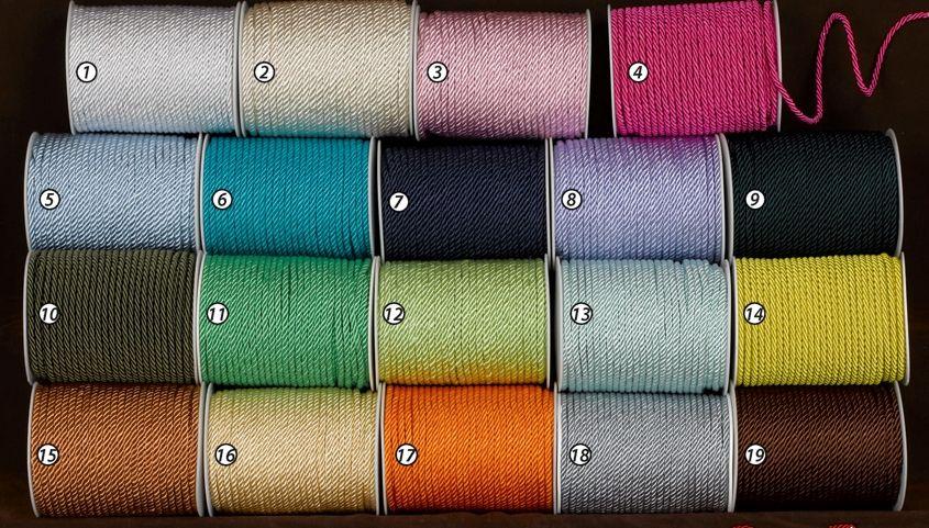 Κορδόνια χοντρά σε πολλά χρώματα για να διαλέξετε! Κάντε εντυπωσιακούς κόμπους στις μπομπονιέρες γάμου σας και ξεχωρίσετε! Βρείτε και άλλα υλικά για μπομπονιέρες μέσα στο eshop μας σε οικονομικές τιμές και δημιουργήστε υπέροχες μπομπονιέρες.