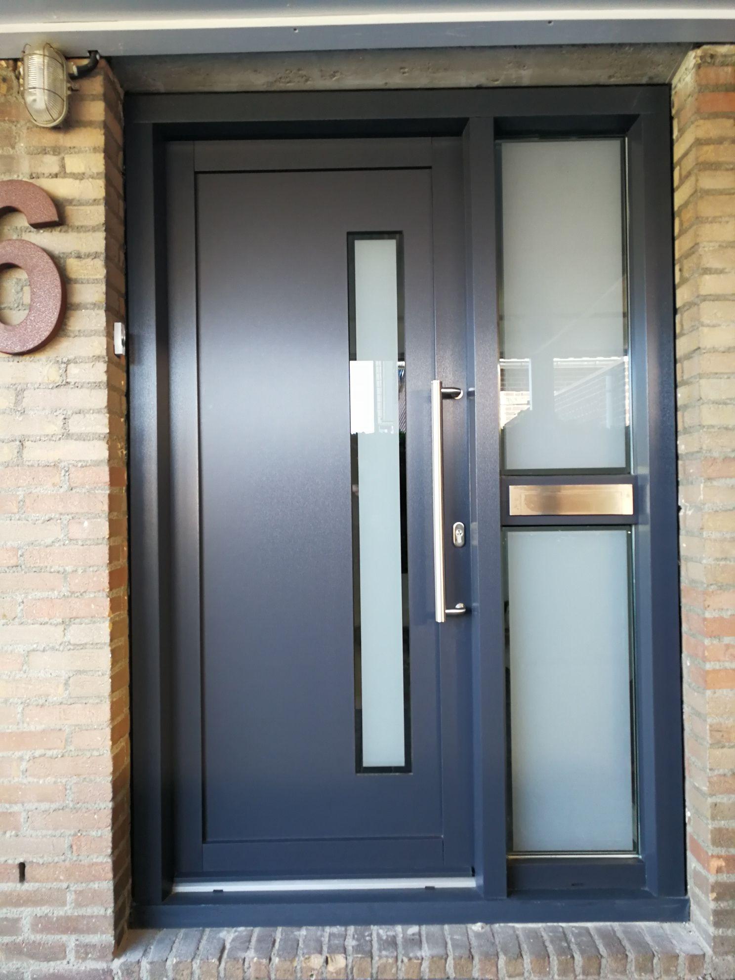 plastic front door anthracite with wood grain