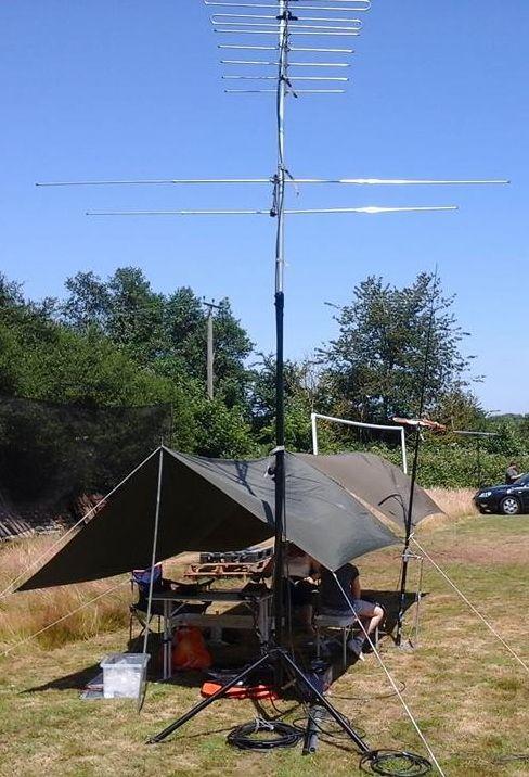 Puesto de radio en el campamento base  | Ham Radio | Ham radio