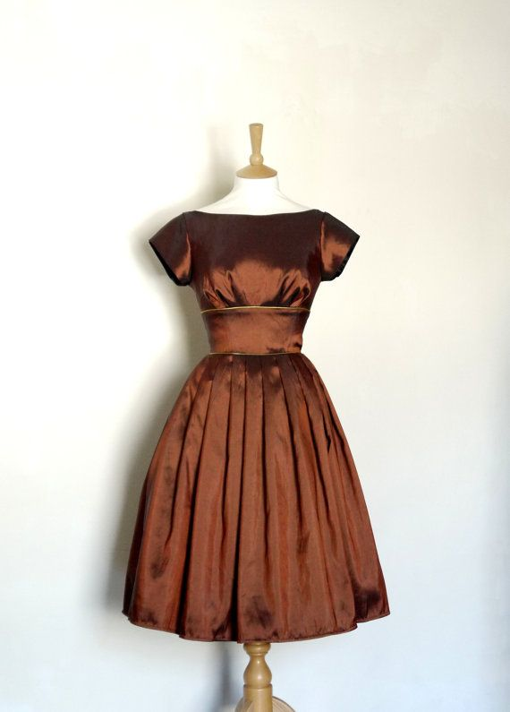 Ooo, how gorgeous!  Chocolate Brown Taffeta Evening Dress