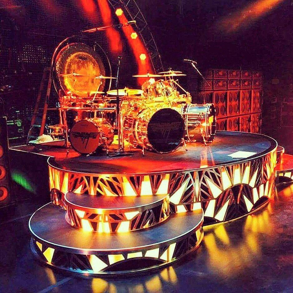 Alex Van Halen S Drum Riser For Upcoming 2015 Summer Tour Evh Eddievanhalen Alexvanhalen Diamonddave Davidleer Alex Van Halen Eddie Van Halen Van Halen