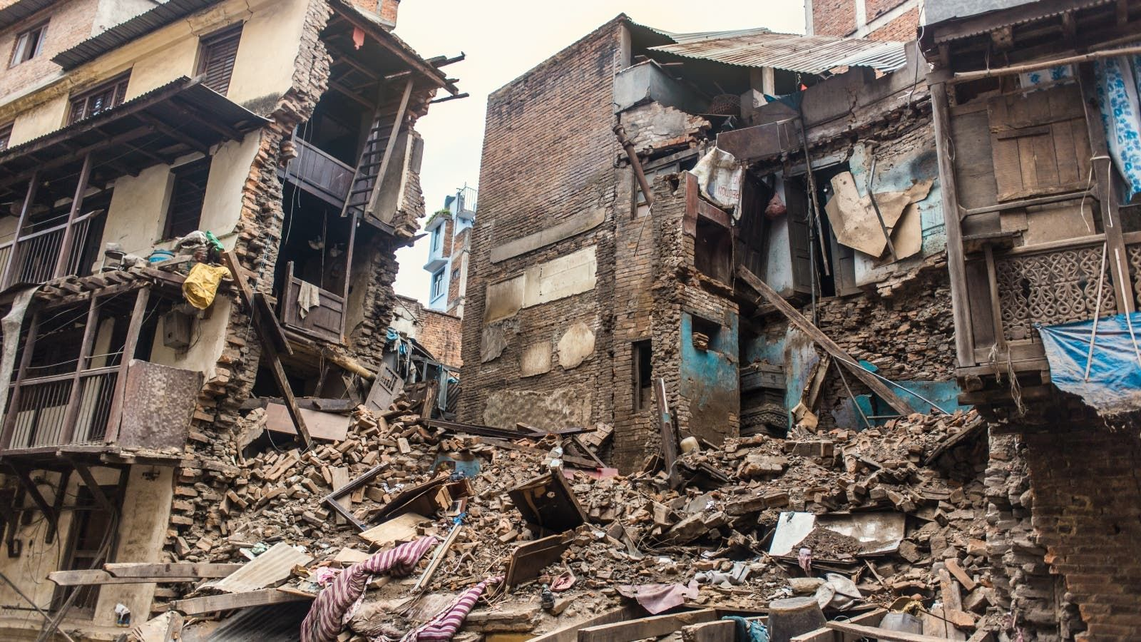 دعاء الزلازل Earthquake Natural Disasters Around The Worlds